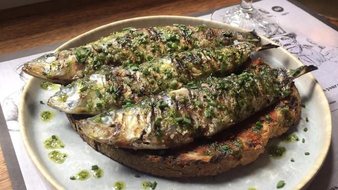 A sardinha no pão que promete ser uma LouQura nos Santos Populares